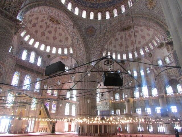 Die Blaue Moschee von innen.