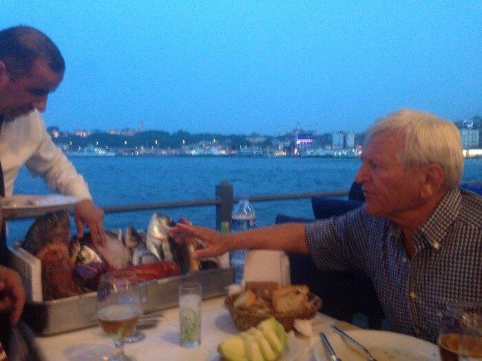 Abendessen unter der Galatabrücke