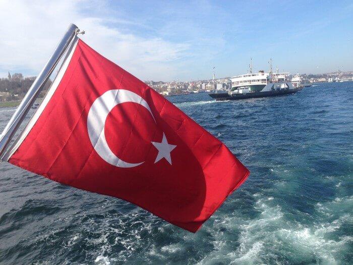 Eine Bootsfahrt auf dem Bosporus gehört zu den Must-dos in Istanbul.