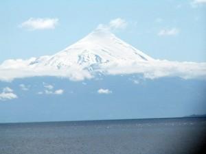 Der aktive Vulkan Calbuco bei Puerto Montt in Chile