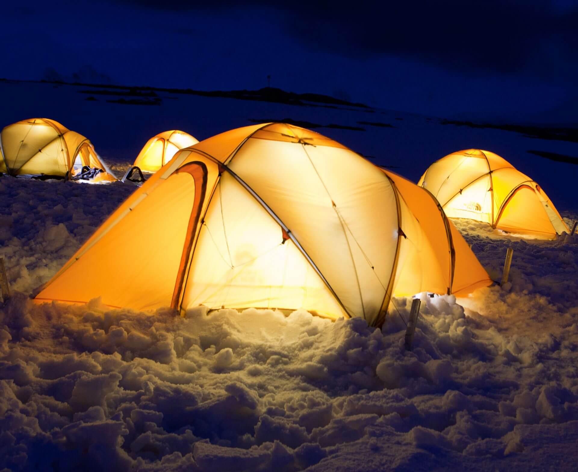 Zeltcamp bei einer Basecamp-Expedition in die Antarktis