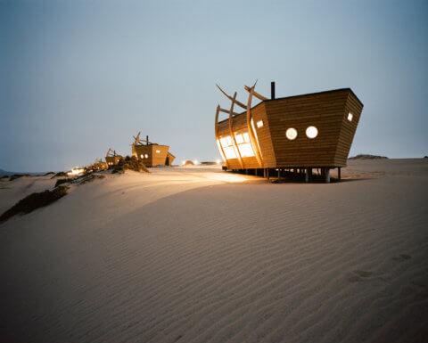 Shipwreck Logde, Namibia, die Charlets am Abend in der Düne gelegen