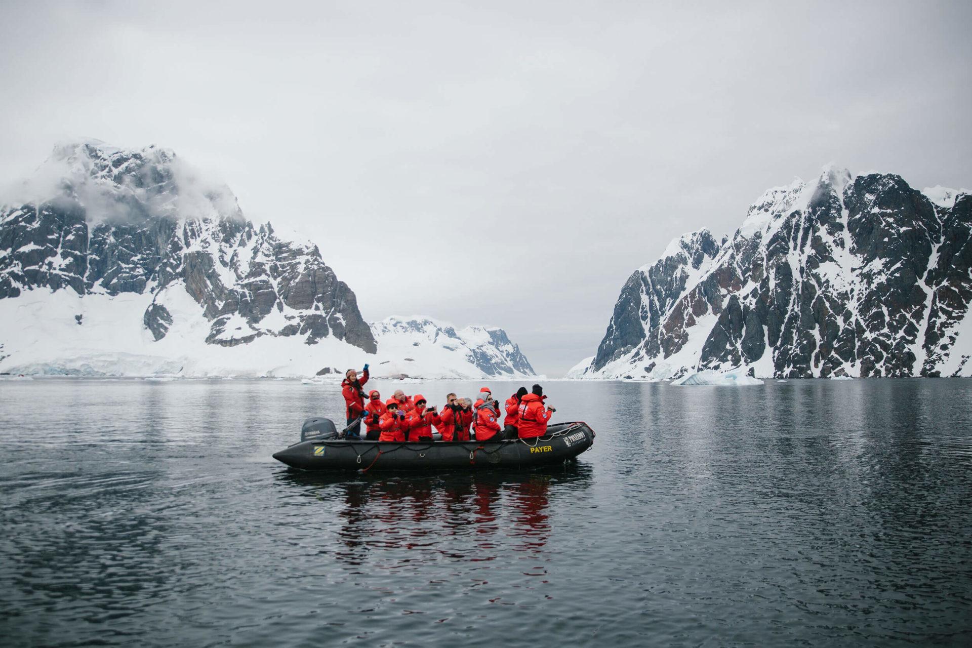 Ausflüge mit dem Zodiac auf einer Antarktis-Expedition