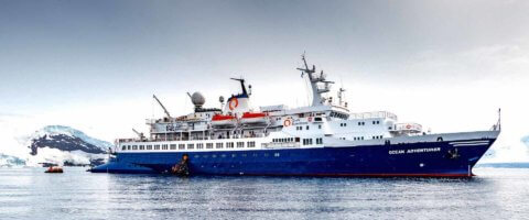 MS Ocean Adventurer in der Antarktis