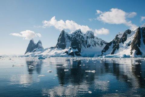Schneeberge in der Antarktis