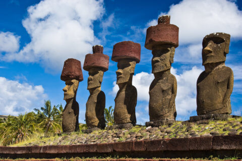 Osterinsel mit Moai Steinfiguren am Anakena Strand