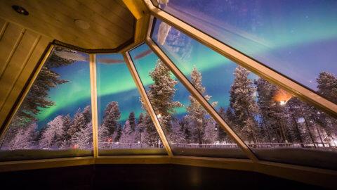 Aurora Village Finnland - Nordlichter vom Panoramafenster aus