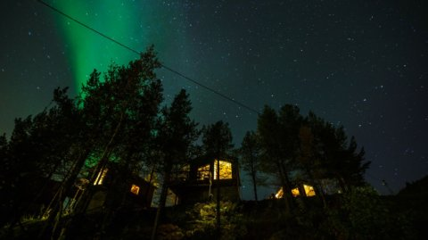 Bjornfjell Mountain Lodge Blick zu den Privaten Hütten beim Nordlicht