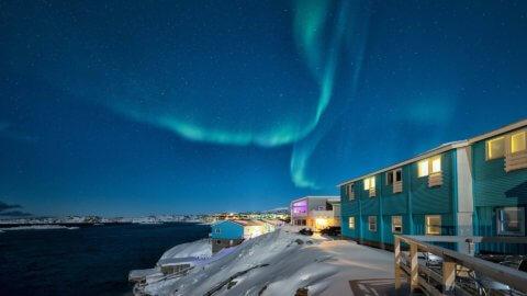 Nordlichter ueber dem Fjord - Hotel Icefiord, Groenland