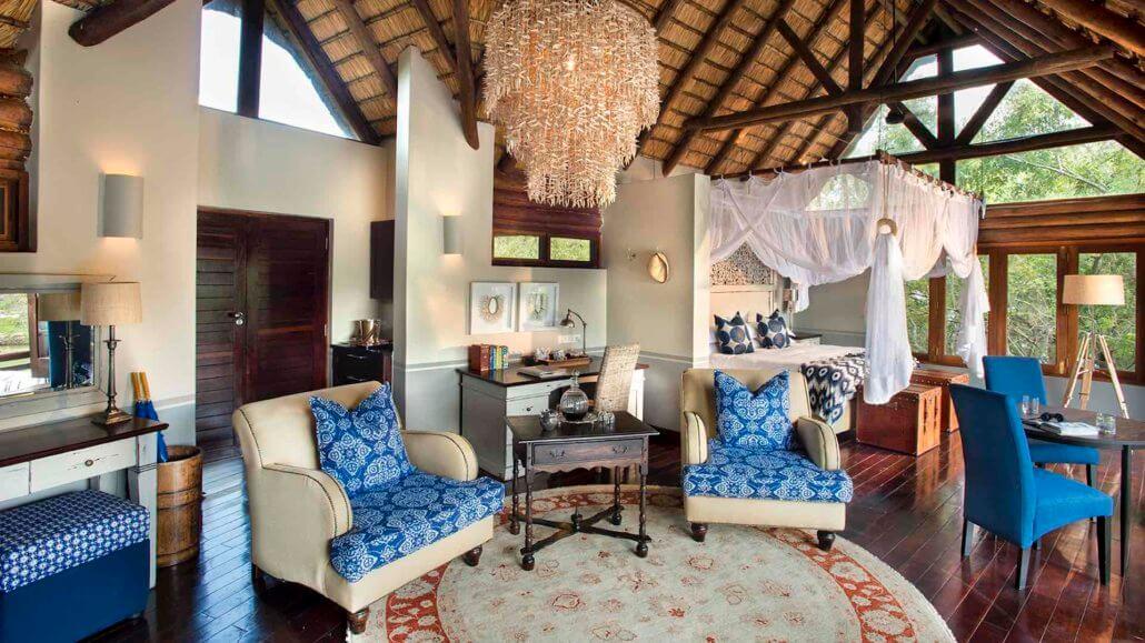 Schlafzimmer mit Lounge der Island Lodge - Royal Chundu, Sambia
