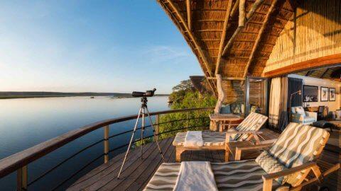 Terrasse mit Blick auf den Fluss - Chobe Water Villas, Namibia