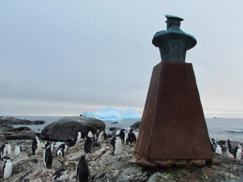 Point Wild Statue Elephant Island