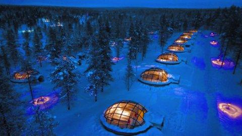 Glasiglus Luftansicht im Kakslauttanen Arctic Resort, Lappland, Finnland