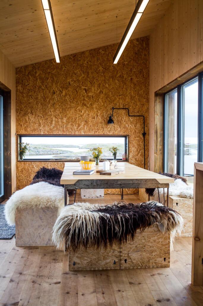 The Arctic Hideaway Innenraum mit Tisch